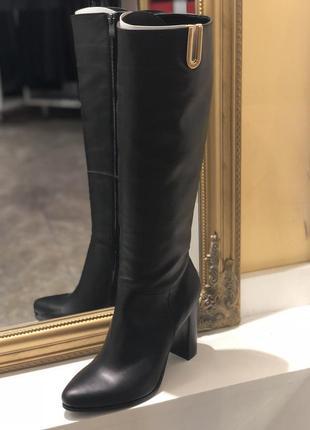 Классические черные  (демисезонные) сапоги на каблуке   последняя пара