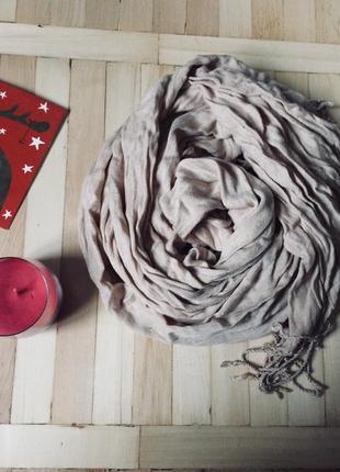 Нежный тонкий шарф платок нюдового оттенка