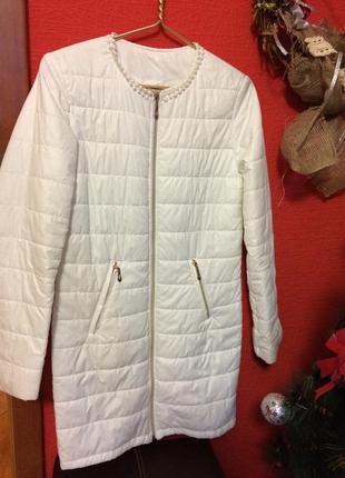 Белоснежное пальто на синтепоне s
