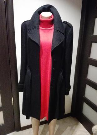 Универсальное базовое черное пальто прямого покроя с поясом