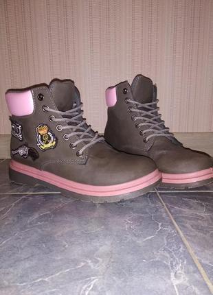 Ботинки осенние тимберленды с нашивками