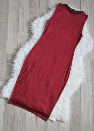 Бордовое платье миди по фигуре
