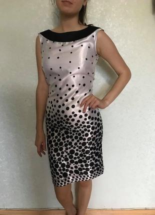 Элегантное платье из натурального шелка.
