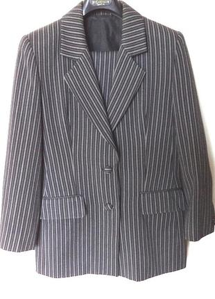 Костюм в полоску ,пиджак и брюки,низкая цена на м