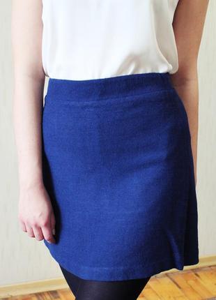 Теплая зимняя синяя юбка из рельефной фактурной ткани