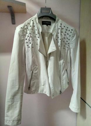 Укороченная куртка косуха из экокожи