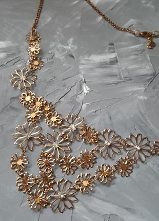 Очень красивое нежное ожерелье из тонких цветов с кристаллами золотого цвета цветы новое