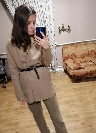 Стильный минималистичный бежевый костюм жакет  брюки  h&m
