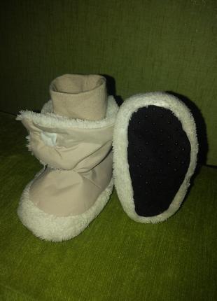 Детские бежевые пинетки ботинки дутики с мехом stemtaler на ребенка 4-6мес