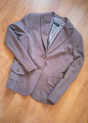 Бежевый классический пиджак офисный деловой