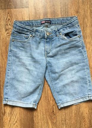 Голубые джинсовые шорты levi's bermuda