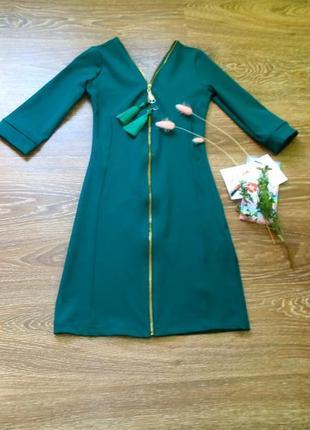 Платье зелёное по фигуре