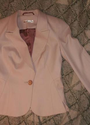 Стильный костюм нежно розового цвета