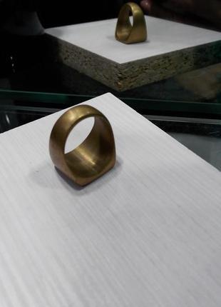 Кольцо печатка матовое  золото asos