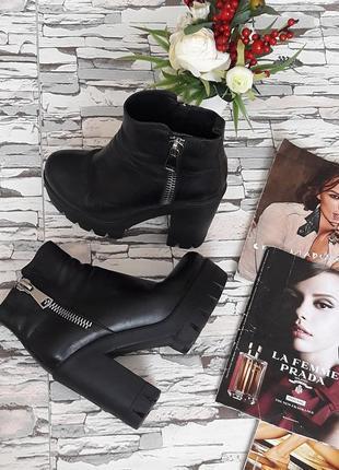 Кожанные черные трендовые ботинки.