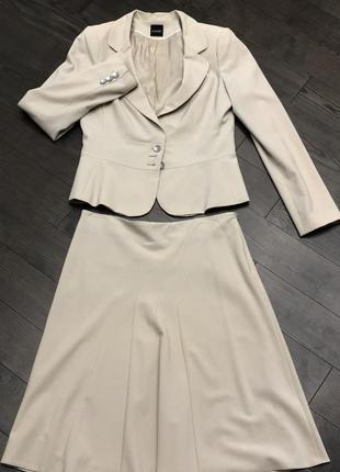 Стильный легкий костюм