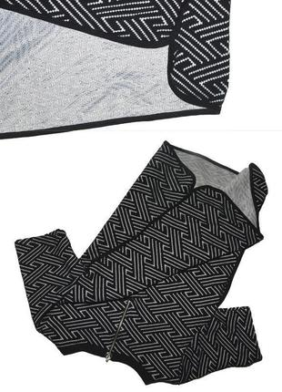 Футболка черно-белая в геометрический узор select2