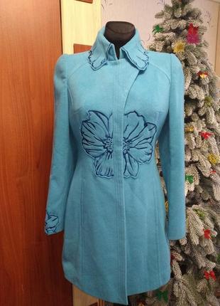 Кашемировое пальто с вышивкой новое!