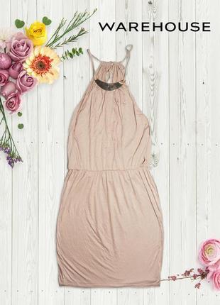 Телесное платье с золотой подвеской и разрезами на спине warehouse