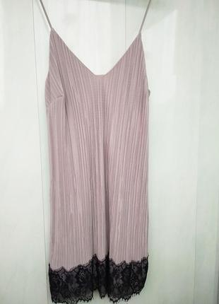 Платье в бельевом стиле с кружевом