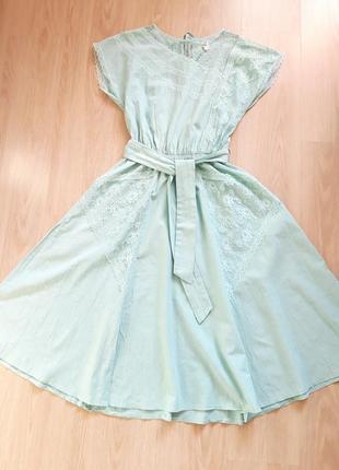 Шикарное  платье миди с кружевными карманами