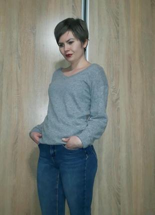 Суперский шерстяной серый свитер с красивыми вырезами италия3 фото