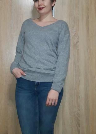 Суперский шерстяной серый свитер с красивыми вырезами италия4 фото