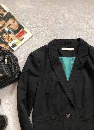 Короткий классический чёрный пиджак