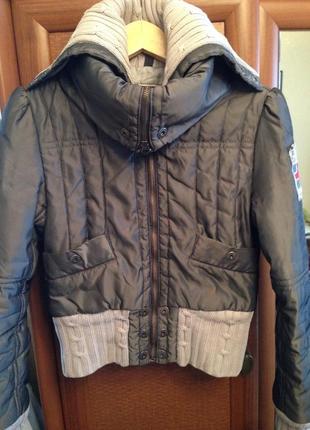 Укороченная куртка косуха с манжетами вязка англия стильная