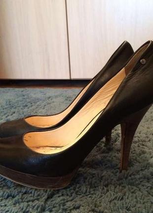Туфли coach 39 р. черные кожаные на каблуках