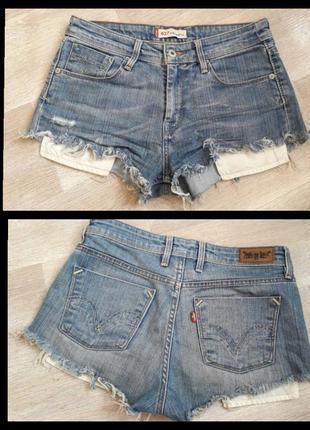 Рваные джинсовые шорты levi's