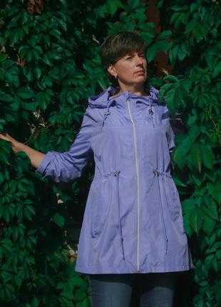 Стильная сиреневая куртка дождевик