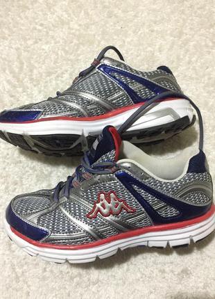 Легкие удобные кроссовки для занятий спортом