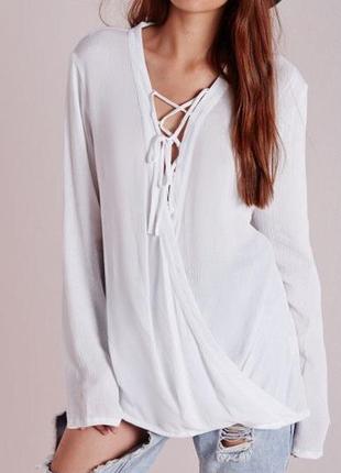 Белая блуза с шнуровкой на запах missguided