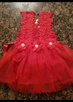 Червоне святкове плаття