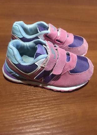 Шикарные фирменные кроссовки для модняшки от new balance ,24 р