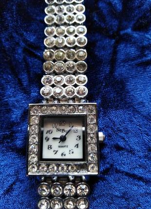 Красивейшие часы -браслет new day
