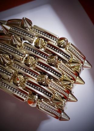 Широкий золотой брасоет с маленткими шипами богемский рокерский