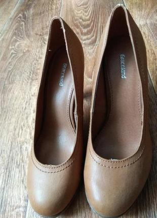 Туфли на средним каблуке от  graceland.