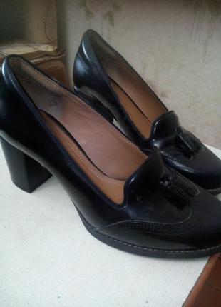 Кожанные туфли - лоферы фирмы clarks
