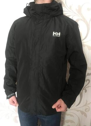Чорна куртка вітровка helly hansen