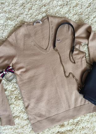 Класний джемпер з екстра тонкої шерсті, v-образним вирізом,бренда lacoste, розмір с-м