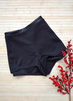Короткие фактурные шорты со вставкой из кожзама h&m