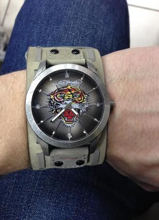 Продам часы ed hardy