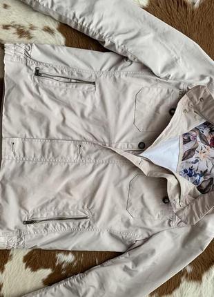 Куртка ветровка плащевую беж светлая лёгкая прочная