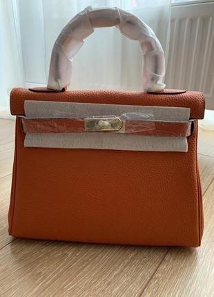Сумка оранж с кармашками на застежке с ручкой длиной