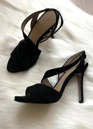 Черные босоножки zara на каблуке размер 40 натуральная кожа
