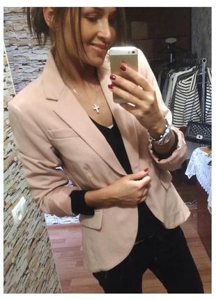 Нежный розово-пудровый пиджак