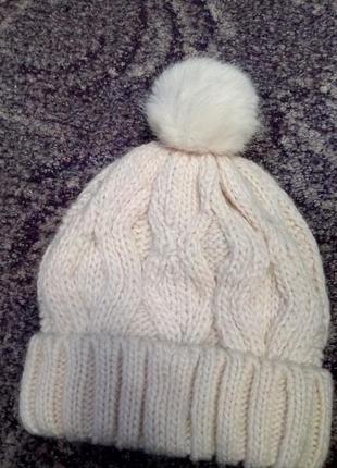 Кремовая шапка с шестью и помпоном из меха от h&m