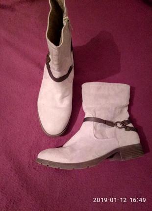 Зручні та елегантні чобітки footflexx1